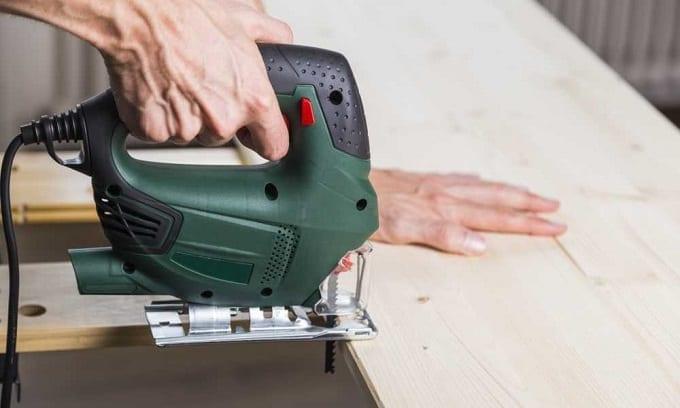 Using A Jigsaw On Wood